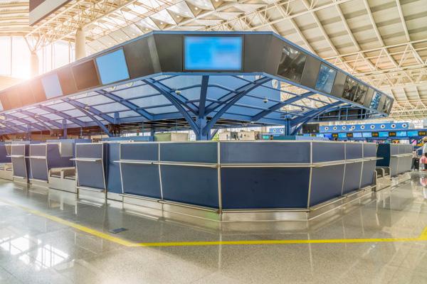 film antimicrobien pour gares et aéroports, bornes tactiles, comptoirs, écrans, toilettes publiques, zone d'accueil du public